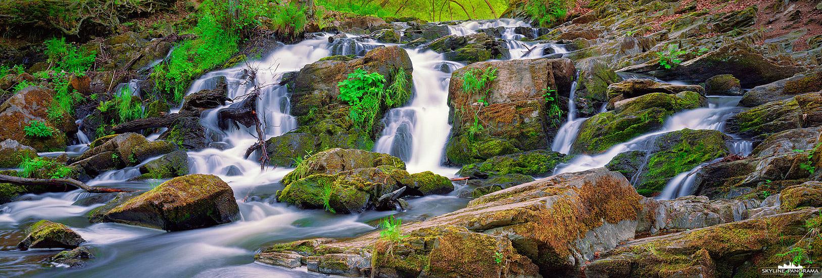 Harz Panorama - Der Wasserfall im Selketal bei Alexisbad im wildromantischen Harz als 6x17 Panorama auf Fujifilm Pro 160NS.