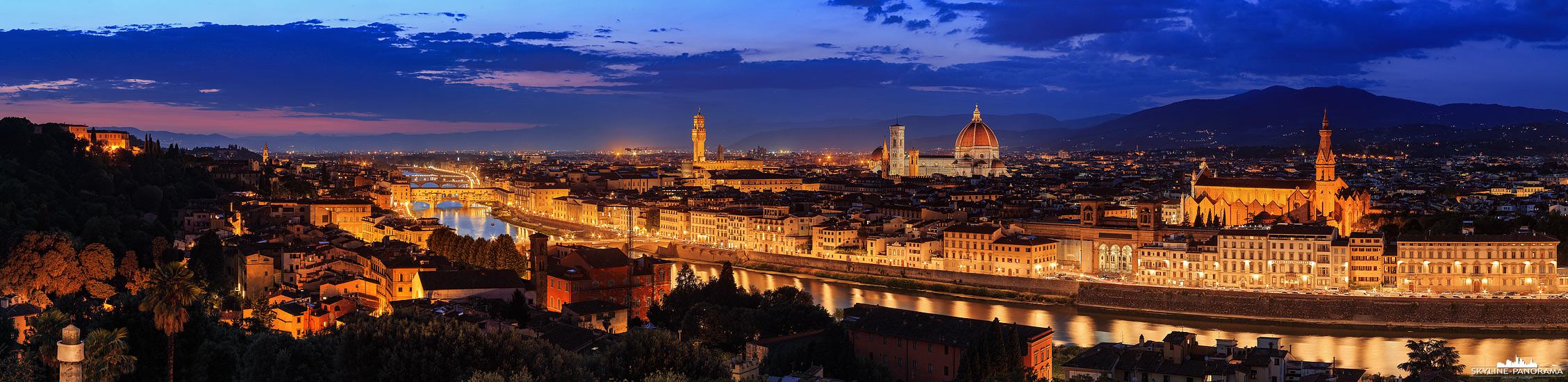 Panorama Italien – Die Stadtansicht auf das Panorama von Florenz, es entstand vom Piazzale Michelangelo und zeigt die Altstadt mit den Bauwerken der Stadt.