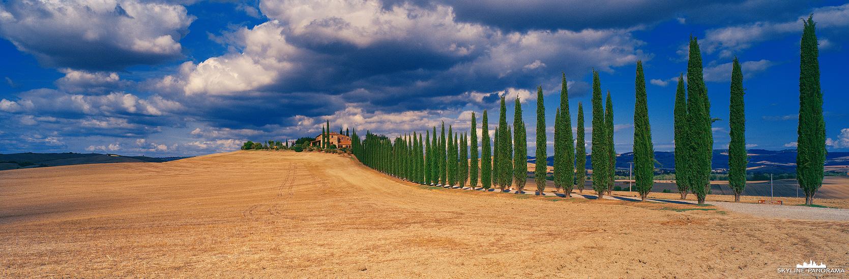 """Panorama Italien - Eines der beliebtesten Fotomotive in der Toskana ist Agriturismo Poggio Covili, das Bauernhaus befindet sich im """"Val d'Orcia"""", Bagno Vignoni."""