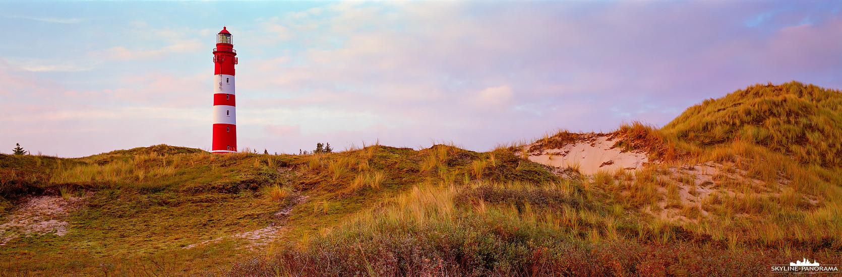 6x17 Panorama Insel Amrum - Der historische Leuchtturm von Nebel auf der nordfriesischen Insel Amrum mit dem sanften Licht der untergehenden Sonne.
