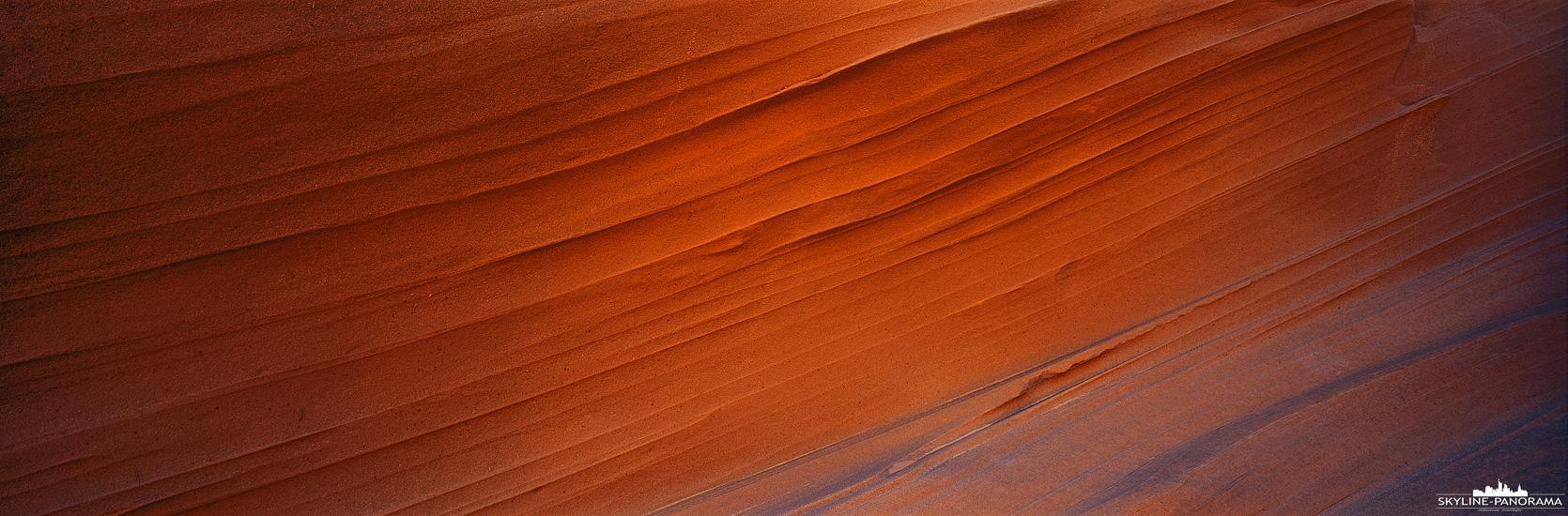 Slot Canyon in Page Arizona - Viele Jahre lang hat sich das Wasser durch den Sandstein gearbeitet und dabei diese, für fließendes Wasser typischen, Strukturen hinterlassen. Das 6x17 Panorama entstand im unteren Teil des Waterhole Canyon in Page Arizona.