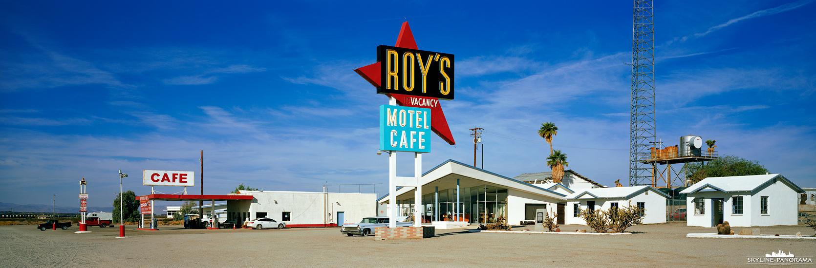 Roy's Motel & Café als Panorama - Eines der bekanntesten Wahrzeichen an der historischen Route 66 ist das Roy's Neonschild in Amboy. Kaum ein Tourist fährt an diesem beliebten Spot vorbei, ohne nicht mindestens ein Foto gemacht zu haben.
