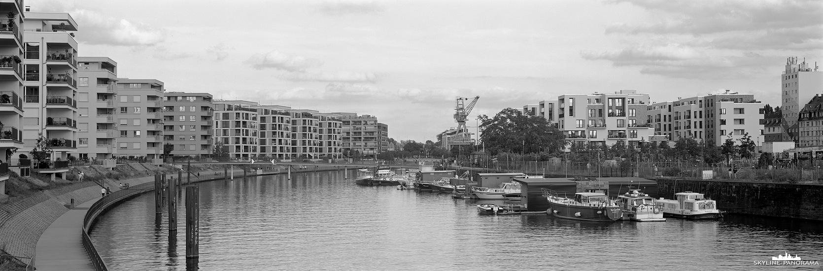Stadtansicht von Offenbach am Main - Panorama aus dem neuen Stadtviertel Hafen Offenbach, welches am ehemaligen Industriehafen, unmittelbar am Offenbacher Mainbogen, entstanden ist.