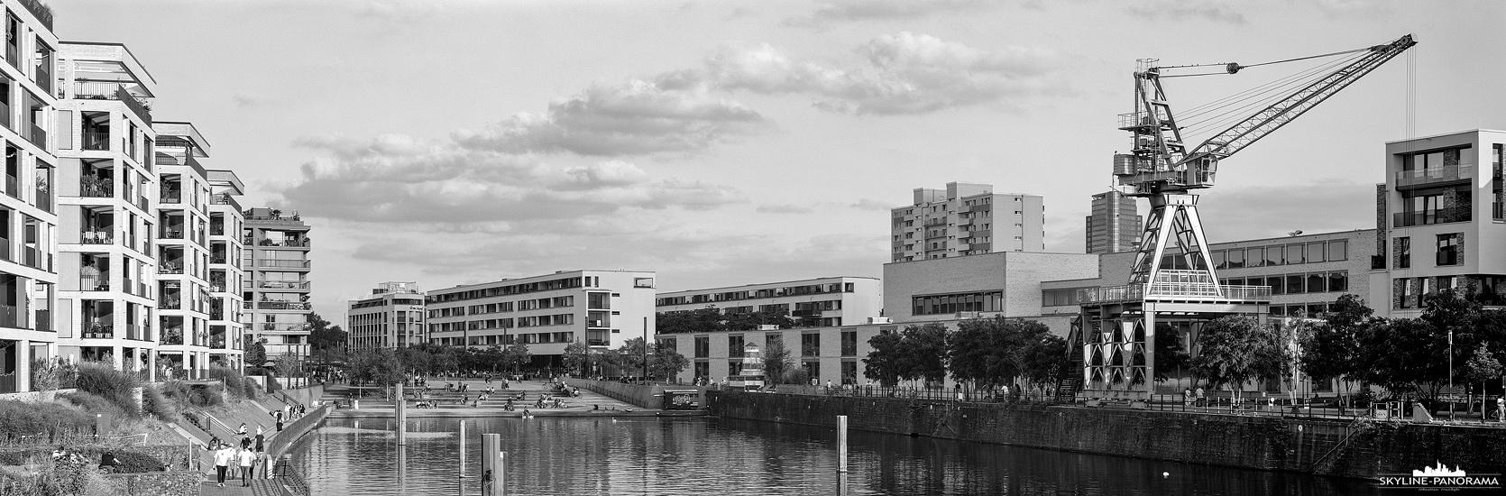 Stadtansicht von Offenbach – Die Hafentreppe im Hafen Offenbach, einem neuen Stadtviertel in der Lederstadt am Main.